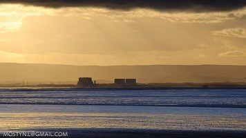 Sunbeams over Hinkley by rrx_blade via Flikr