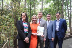 lrearthcheck-vp-melinda-watt-hon-kate-jones-mp-hon-dr-steven-miles-mp-qtic-chief-executive-daniel-gschwind-earthcheck-gm-mark-olsen-lr
