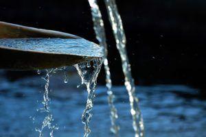 water-flowing-by-luke-adderson