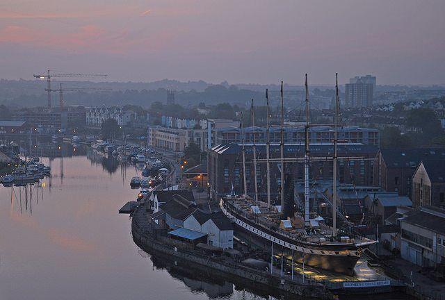 UK - Bristol - Sunrise from Cliftonwood by Harshil Shah via flickr