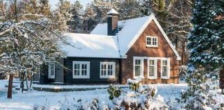 house-in-the-snow