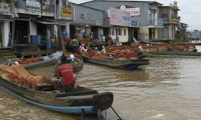 Merchants on the Mekong River by -JvL - via flickr
