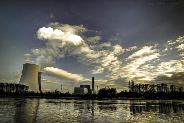 Nuclear electric power station by FarbenfroheWunderwelt via flickr