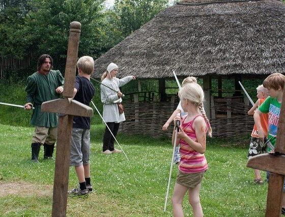 Sword lessons by Hans Splint via flickr