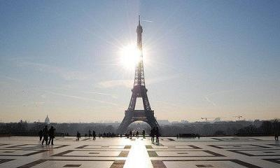 The Eiffel Tower by Alex Lecea via flickr