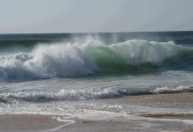 wave by anthony patterson via flickr