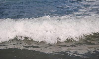 waves by angeladellatorre via flickr