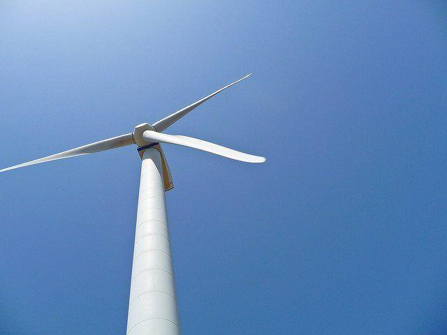 wind turbine by Paulo Valdivieso via flickr
