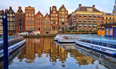 Amsterdam by moyann brenn via flickr