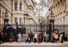 Entrance to Downing Street by Garry Knight via flickr