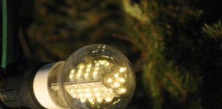 led_lamp_on_christmas_tree_2009
