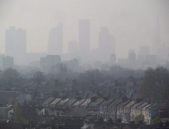 london-air-pollution-view-from-hackney-april-10-2015-005-by-david-holt-va-flickr