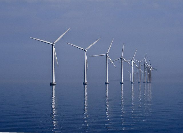 Middelgrunden_wind_farm_2009-07-01_edit_filtered by Kim Hansen via flickr