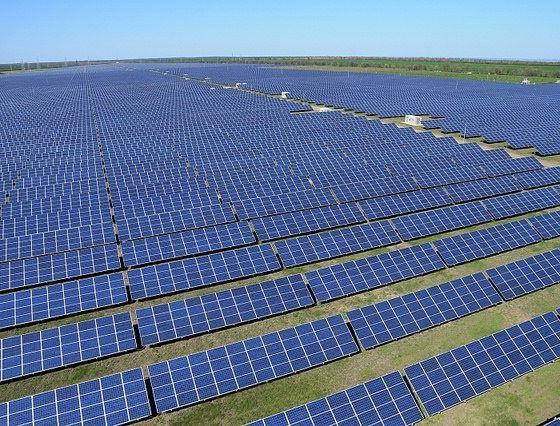 Solar Power Plant by Global Panorama via flickr