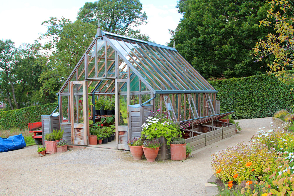 how to build greenhouses